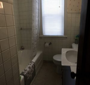 2701 W 7th St bathroom
