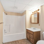 Driftwood Plaza Apartments bathroom
