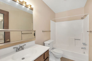 Driftwood Plaza Apartments bathroom 2