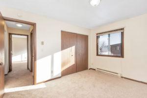 Driftwood Plaza Apartments bedroom 3