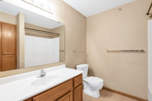 Woodhaven East Apartments bathroom